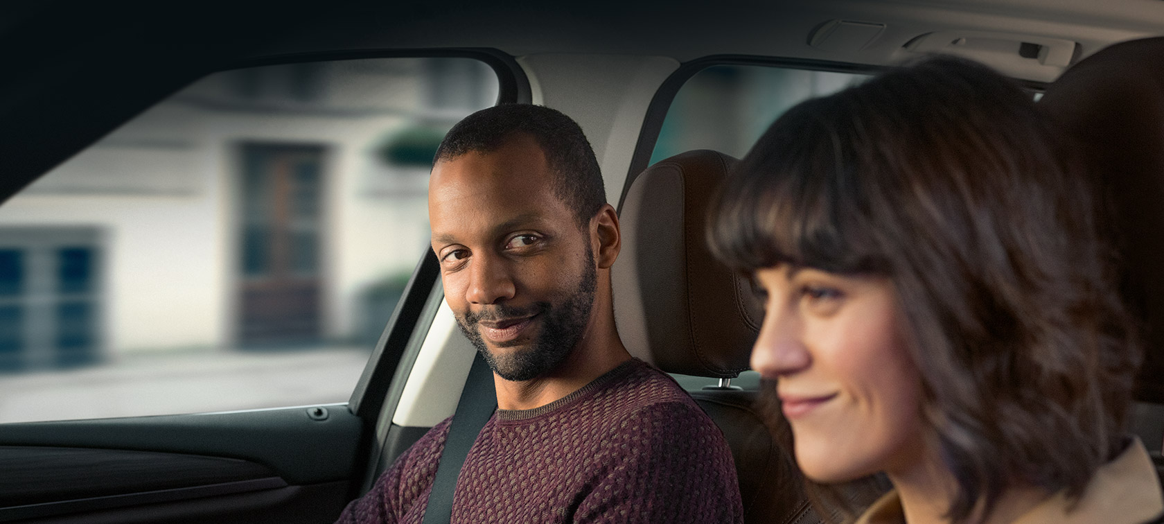 Women and men drive relaxed in BMW thanks to BMW Service Solutions